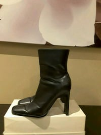 pair of black leather heeled boots Toronto, M2M 1P7