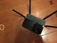 AC wifi router 4 months old  awesome range  Plano, 60545
