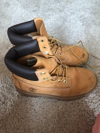 pair of brown womens 7 1/2 Timberland work boots North Vancouver