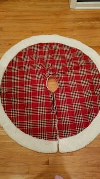 red and white plaid Christmas tree skirt  Eden Prairie, 55346