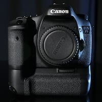 Canon EOS 7D w/battery grip (mint condition)
