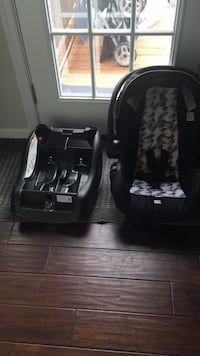 Black and gray car seat carrier Woodbridge, 22192