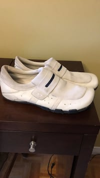 pair of white Nike low-top sneakers Bolton, L7E 1C8
