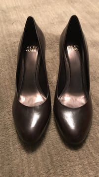 Pair of dk. Brown patent leather pumps