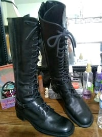 pair of black leather boots Houston, 77041