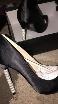 Pair of black leather heeled shoes Baton Rouge, 70816