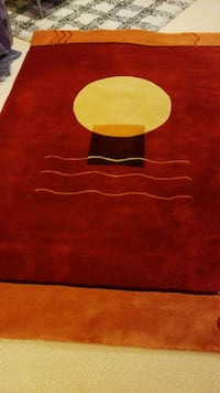 Red large  area rug in very good condion  Gaithersburg, 20886