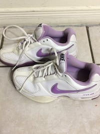 pair of white-and-purple Nike running shoes Hamilton, L9C 2T7