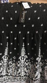 Black and white floral blouse for women, size L, brand new. Winnipeg, R2H 0S4