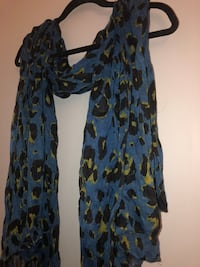 NEVER BEEN WORN BLUE LEOPARD PRINT SCARF!  21 km