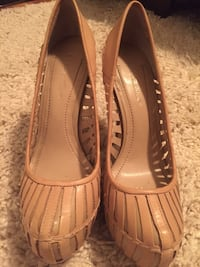 BCBG tan leather shoes  Colonia, 07067