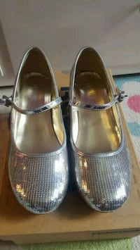 Girls silver sequin shoes size 3 Wood Dale, 60191