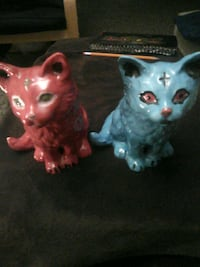 Cermic cats (red) (blue) Red Deer, T4P