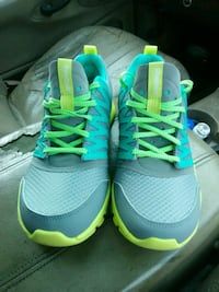 pair of blue-and-green Nike running shoes Lubbock, 79416