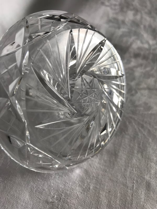Crystal ring holder afe4a914-9f6a-4e2e-89f1-19c665859d36