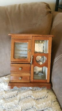 Old style jewelry box