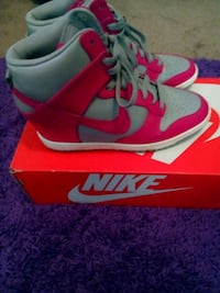 pair of red-and-blue Nike basketball shoes Fresno, 93727