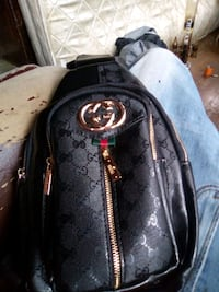 Black GG Gucci shoulder bag (Authentic) Waterloo Regional Municipality
