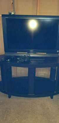 32 inch Sony w/brown tv stand Martinsburg, 25404