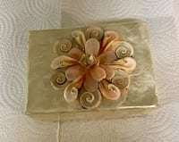 Beautiful vintage box. 5 1/2 inches wide 3 inches tall Langley, V1M
