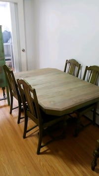 Dining Room Table with 4 matching chairs Toronto, M9A 2B9