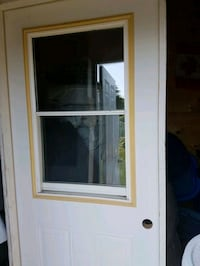 """2 White doors , standard . 32"""" with glass  Châteauguay, J6K 2L5"""