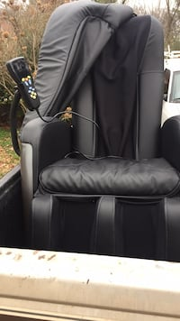 Brand new massage chair, heats up as well. Multiple settings Columbia, 38401