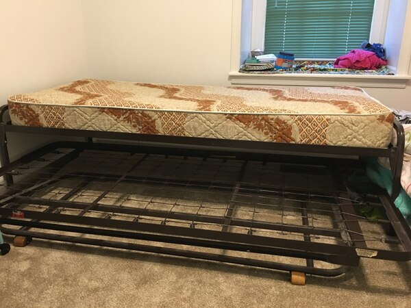 Twin-size trundle beds for free