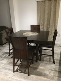 Dining table and chairs Lafayette, 70508