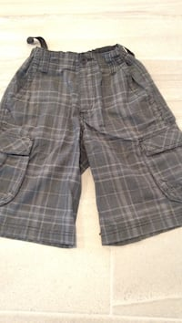 men's gray plaid cargo shorts