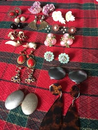 Vintage screw back and clip on earrings all in picture for $30 pick more of my posts and let's bargain  Barrie, L4N 5H1
