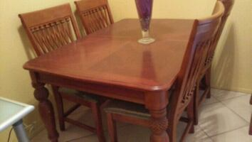 Brown Heavy wood dining table w/ 6 chairs