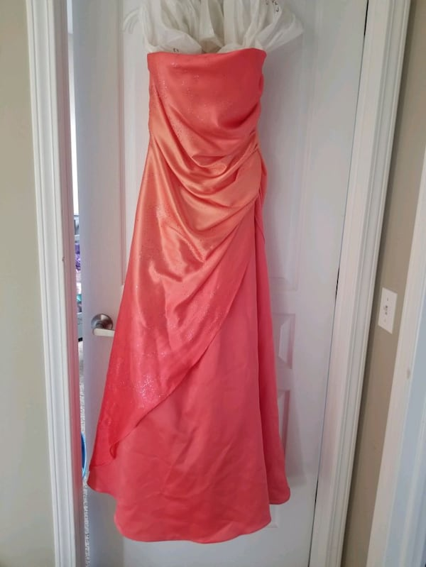 Grad Dress 7d70f2df-4ce0-4d90-aeab-90ff94fbdf84