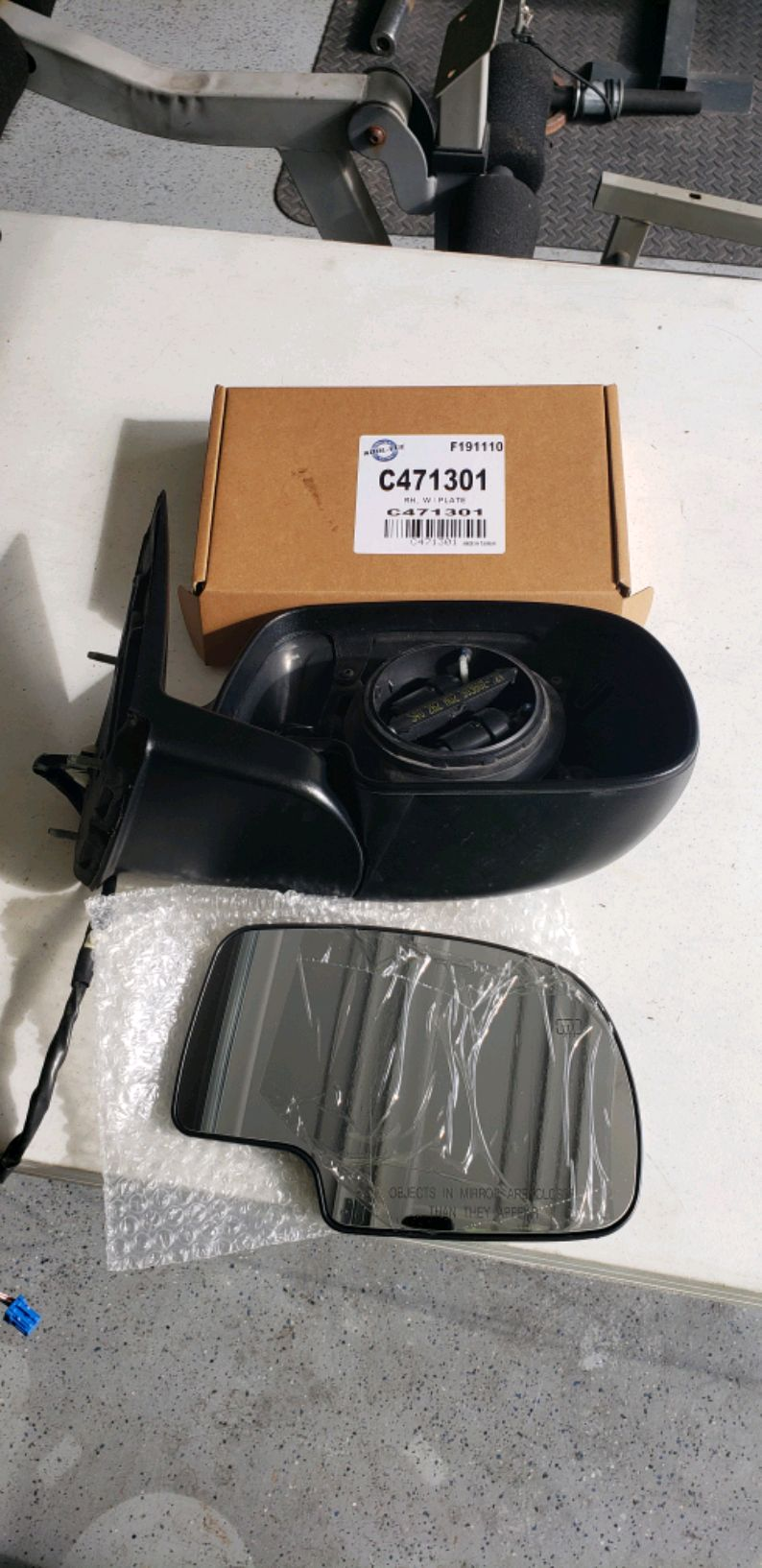 Photo 2003 Suburban Passenger side Mirror. New Glass Mirror, Used Assembly.