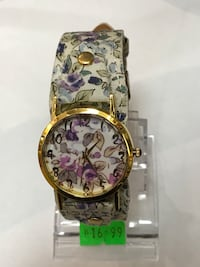 round gold chronograph watch with link bracelet Surrey, V4N