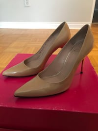 Stuart weitzman 8B Stilettos point toe  nude pumps Montréal, H1E 3M5