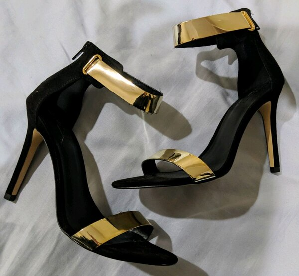 Women's blk heels with gold straps 1