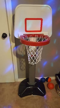 fisher price adjustable basketball hoop w/ ball - like new Richardson