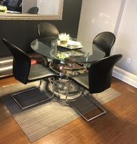 Modern glass round dining table with 4 chairs Mississauga, L4Y