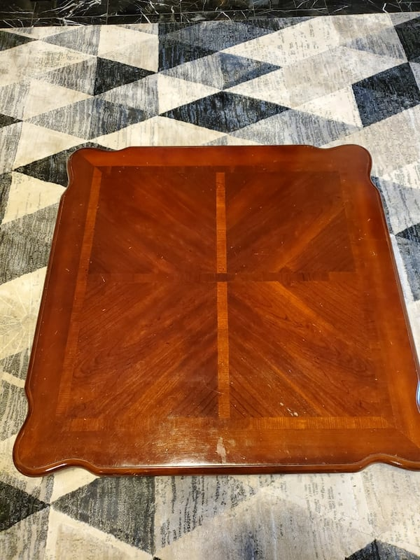 Wood coffee table  0945e9fb-002c-4f84-8076-1d804a23e1da