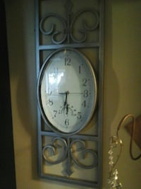 Decorative clock, works North Saanich, V8L 3Z5