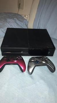 Black xbox one console with controller Montréal, H3G 1B7