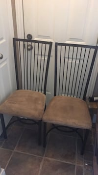 2 Dining Chairs Brantford, N3R 8B1