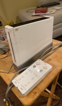 WII, 2 remotes wireless sensor and stand