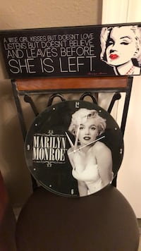 Marylyn Monroe clock and picture. Groves, 77619