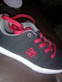 black-and-red low-top sneakers San Gabriel, 91776