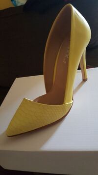 yellow pointed toe pumps Brampton, L6Y 4J5