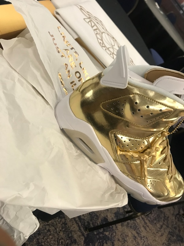 hot sale online f1e62 5befe Limited edition Jordan gold pinnacle 6s