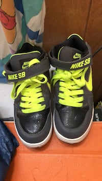 pair of black-and-green Nike sneakers Olympia, 98516