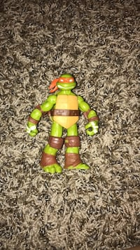 Green and orange  tmnt action figure 326 mi